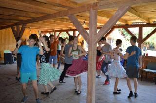 Nyári Téka-táborok: nyelvtanulás, tánc, kézművesség, művészet
