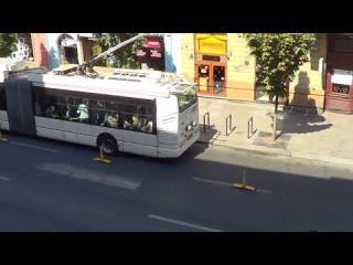 VIDEÓ - Elhelyezték a külön közszállítási sáv elválasztó elemeit