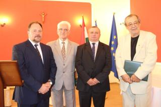 Magyar állami kitüntetéseket adtak át ...