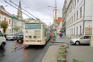 Közszállítási különsáv Kolozsváron: egyelőre nagy a zűrzavar (Videóriporttal)