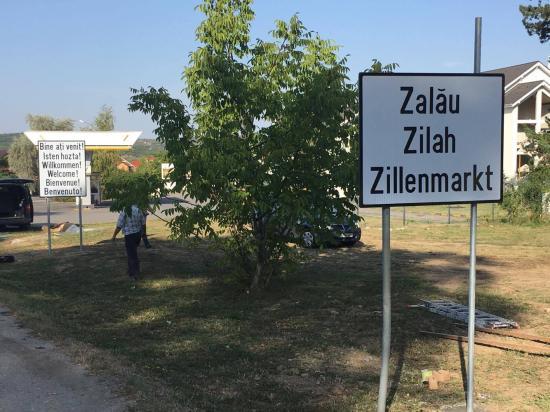 Többnyelvű helységnévtáblák Zilahon
