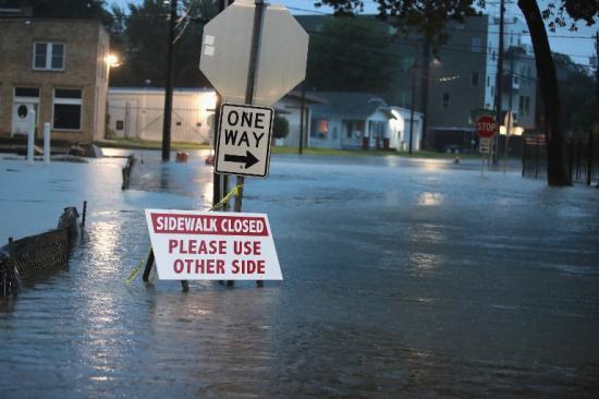 A texasi Houston utcáit elöntötte a víz