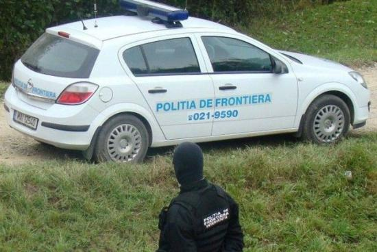 Fegyvert használtak a határrendészek, két határsértő és egy rendőr megsebesült