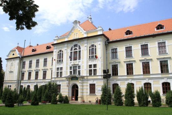 Fidesz: a román kormány biztosítsa a marosvásárhelyi katolikus gimnázium működését!