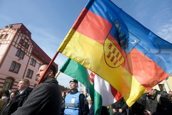 Zászló-ügy: pert nyert Soós Sándor