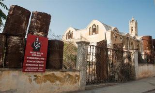 Ciprus: napsütötte tengerpartról szellemvároson át a katonai bíróságig