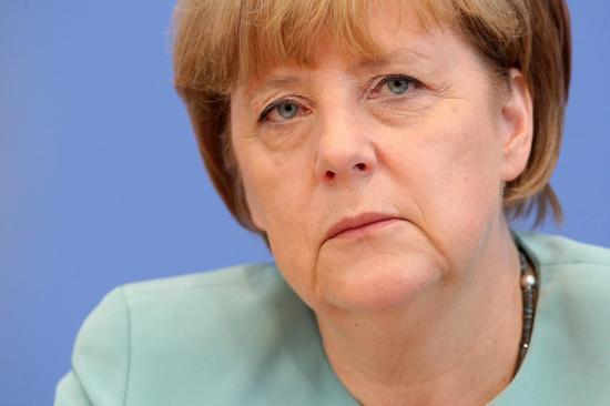 Merkel: van esély a menekültek elosztására