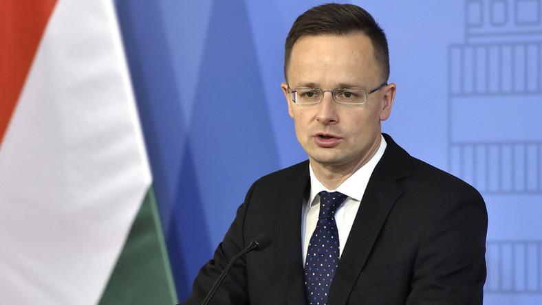 Szijjártó: az a kötelességünk, hogy megvédjük a magyar embereket