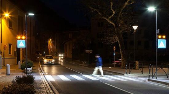 Gyalogátjárókat világíttatna ki a városháza