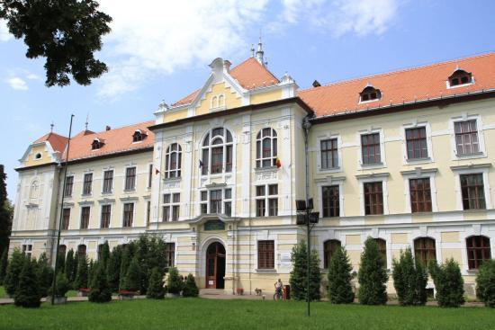 Visszavennék a marosvásárhelyi római katolikus iskola épületét