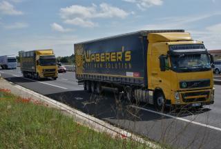 Önvezető kamionokat tesztelt a Volvo az M1-esen