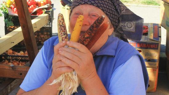 Magyarok a kolozsvári terményvásárban: színes kukoricától a várfalvi hagymáig