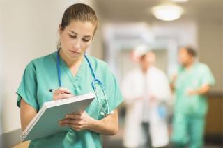 Mi ösztönözné visszatérésre az orvosokat, nővéreket?