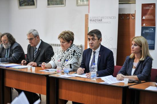 KMAT: a Kárpát-medencei magyar gondok többsége az önrendelkezés hiányára vezethető vissza
