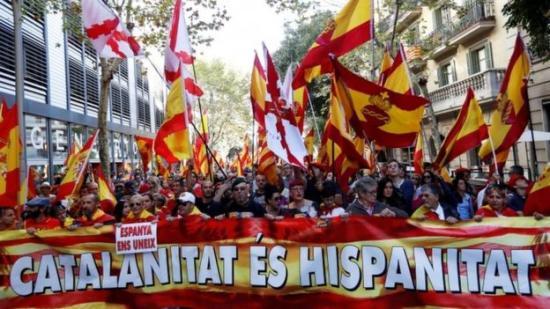 Katalán népszavazás – tüntetés Barcelonában az egységért