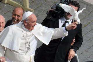 Két rab megszökött a Ferenc pápával ...