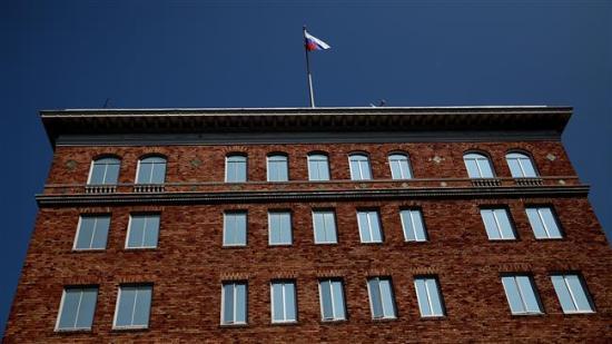 Lavrov elfogadhatatlannak nevezte Tillersonnak a zászlók eltávolítását az orosz külképviseletekről