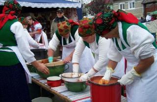 Ha október, akkor Csipkebogyó-fesztivál Kalotaszentkirályon