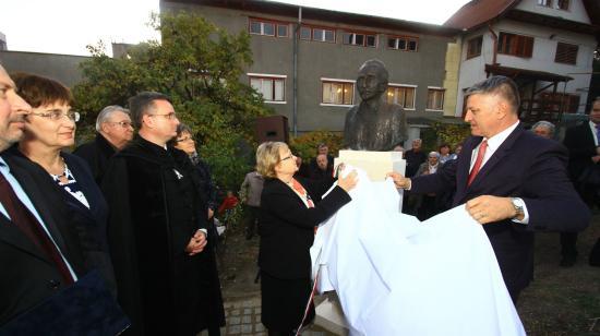 Kós Károly és Bartha Miklós mellszobrot kapott Irisztelepen