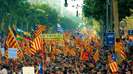A városi rendőrség szerint 450 ezren tüntettek Barcelonában
