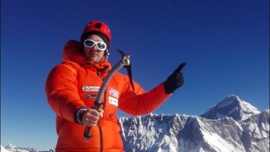 Kolozsvári hegymászó az Ama Dablam tetején