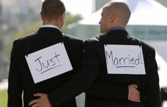 Ellenzi a túlnyomó többség a melegházasságot