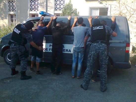 Nyolc iraki, két iráni és egy szír állampolgárt tartóztattak fel a határon