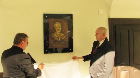 Emléktáblát avattak Csiha Kálmán püspöknek