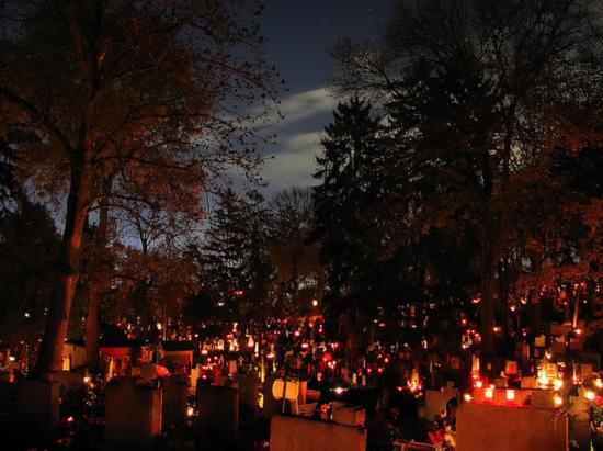 VIDEÓ - Világítás a Házsongárdi temetőben