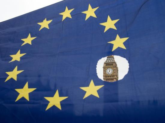 Guardian: a brit kilépés napjáig érkező EU-munkavállalókra a jelenlegi jogosultságok vonatkoznának