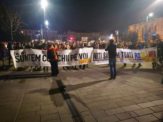 Több ezren tüntettek az országban és Kolozsváron