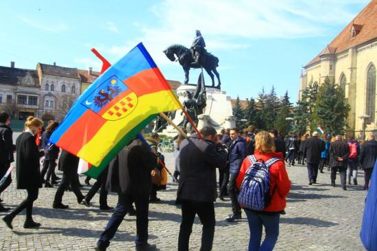 Az Erdély-zászló kolozsvári lobogtatásáért kirótt valamennyi bírságot érvénytelenítette a bíróság