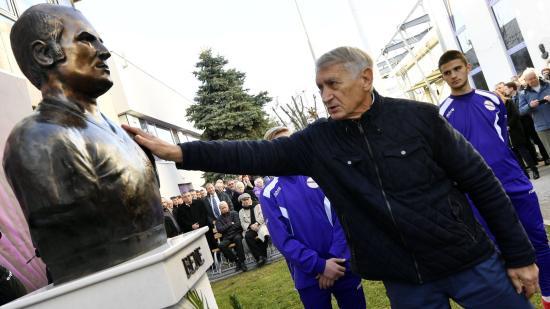 Felavatták Újpesten Bene Ferenc szobrát