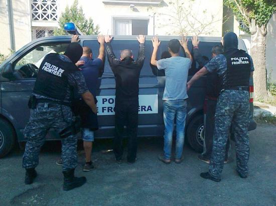 Több mint 60 migránst találtak egy sétahajón a Fekete-tengeren