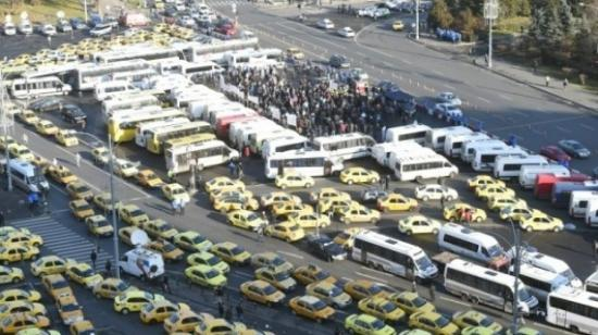 Tiltakozó megmozdulásokat szerveznek a fuvarozók