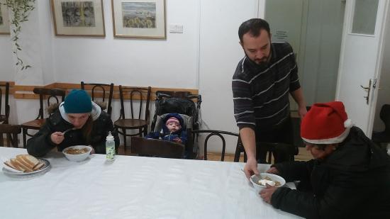 VIDEÓRIPORT - Folytatják az unitáriusok a rászorulók étkeztetését