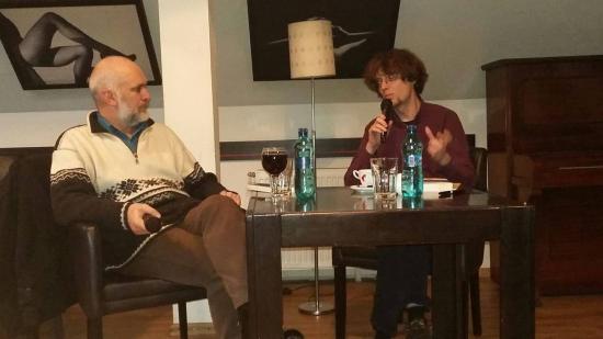 Kritikakötet és monográfia a kortárs irodalomról