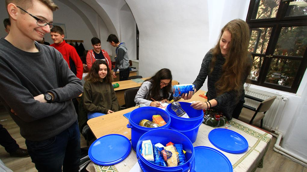 Adventi adománygyűjtés a Református Kollégiumban