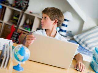 Kaspersky: jobban kell védeni az internetező gyerekeket az ünnepek alatt