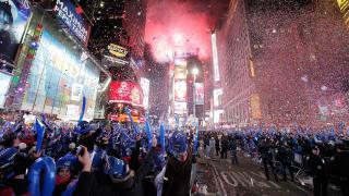 Az Egyesült Államokban utcai mulatságokkal és koncertekkel köszöntötték az új esztendőt