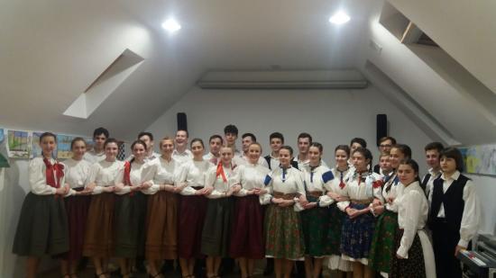 Néptáncelőadás a torockói Duna-ház évadnyitóján