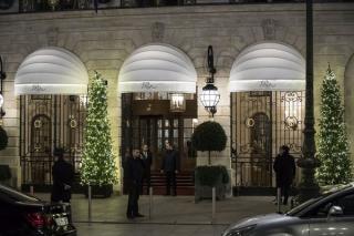 Több milliós ékszerrablás a párizsi Ritz szállóban, három támadót őrizetbe vettek