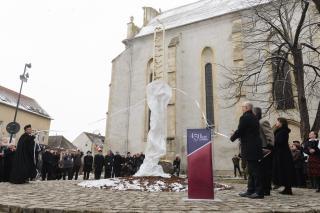 Emlékmű a vallásszabadság 450. ...