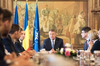 A Cotroceni-palotában a pártok. Ki lesz az új miniszterelnök?
