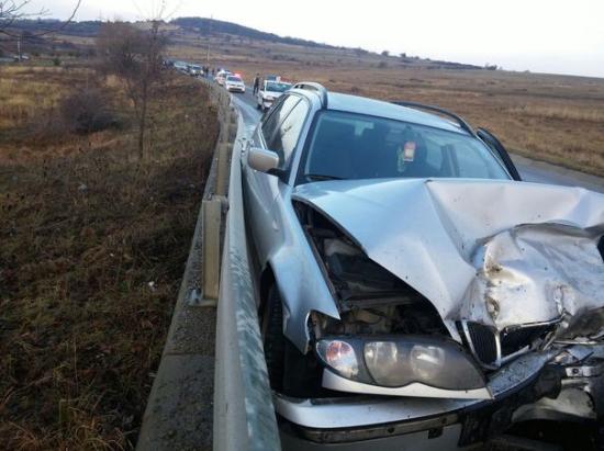 Iskolába tartó gyermekeket ütött el egy autó