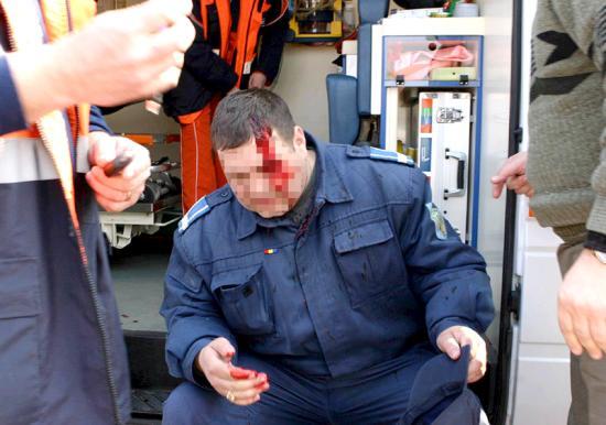 Két rendőr verekedett össze egy bulin