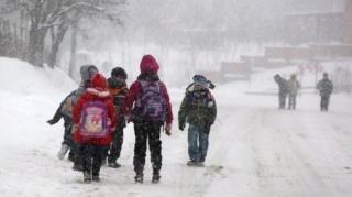 Hóvihar: tucatnyi megyében nincs áram, bezárták az iskolákat, óvodákat