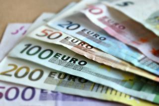 Újabb történelmi csúcson a lej–euró-árfolyam