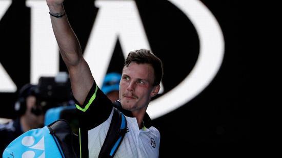 Australian Open: Fucsovics három szettben kikapott Federertől