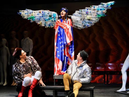 Angyalok Amerikában – bemutató a magyar színházban